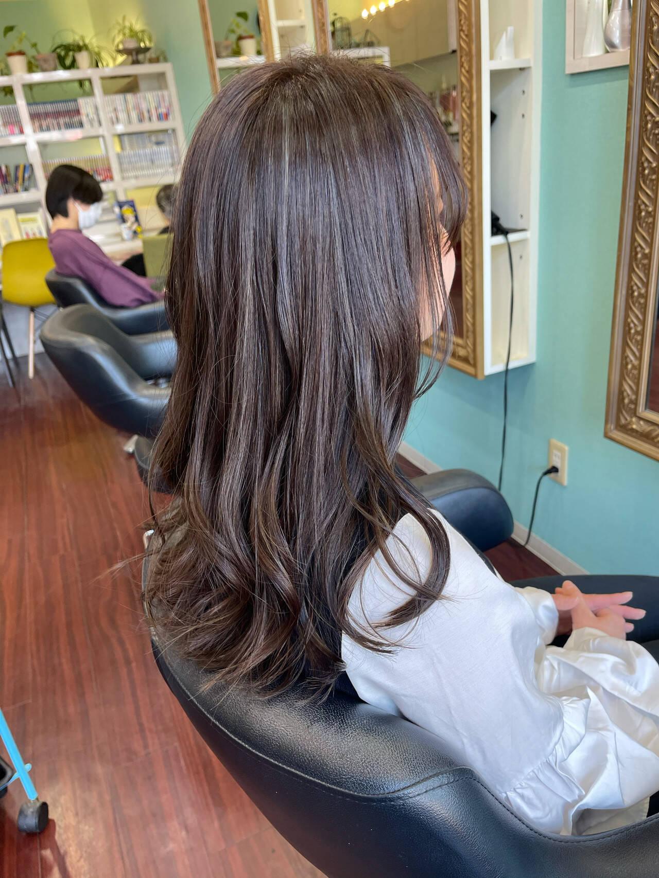 3Dハイライト フェミニン アッシュグレージュ ロングヘアスタイルや髪型の写真・画像