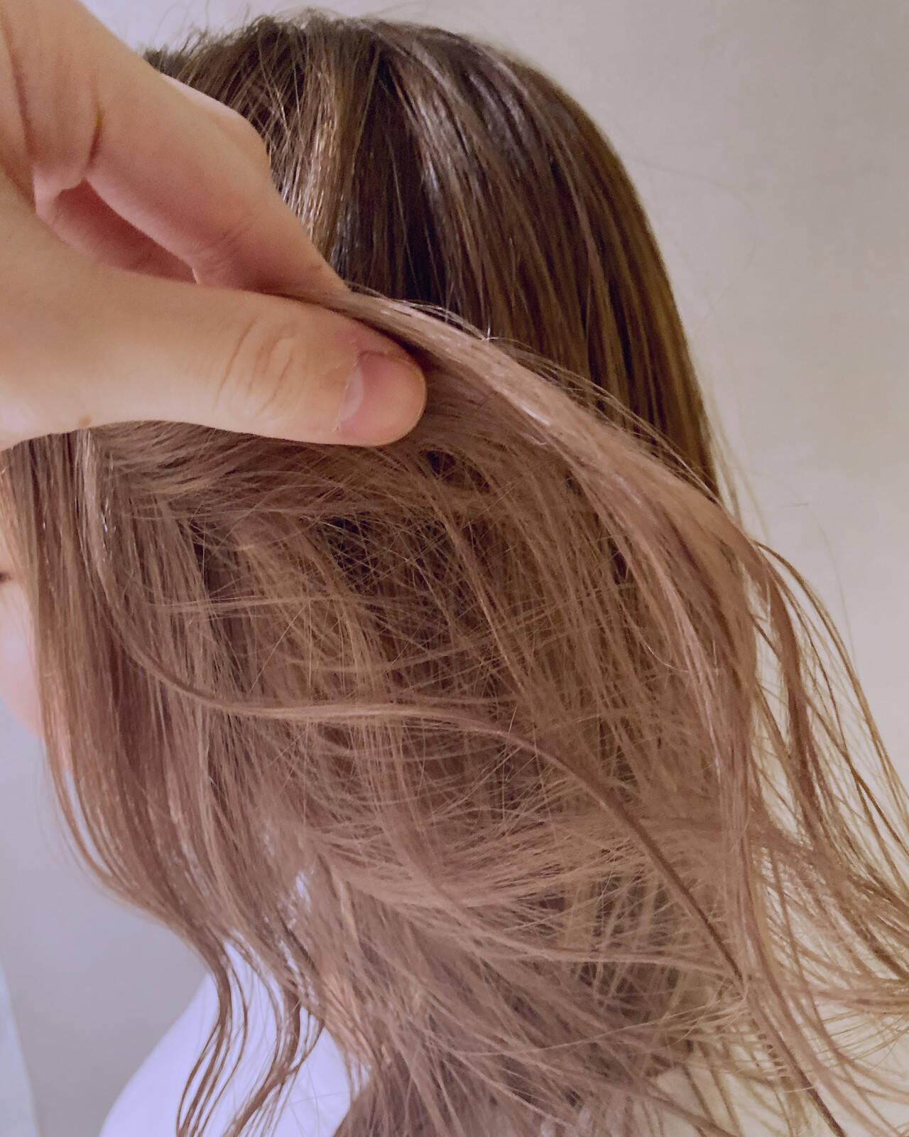 ロング ヌーディベージュ ナチュラル ベージュヘアスタイルや髪型の写真・画像