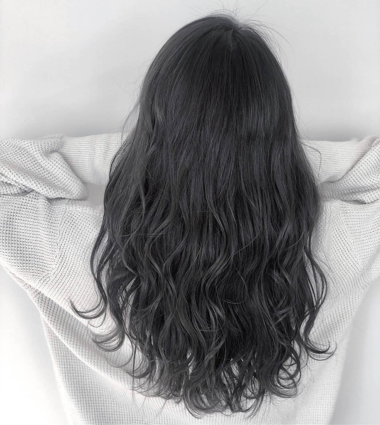 デート ナチュラル ダークカラー アッシュグレージュヘアスタイルや髪型の写真・画像