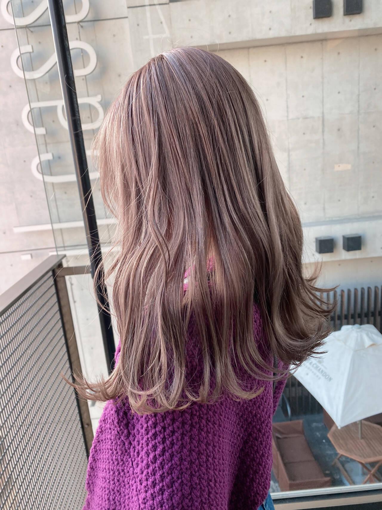艶カラー ミルクティーベージュ セミロング ミルクティーヘアスタイルや髪型の写真・画像