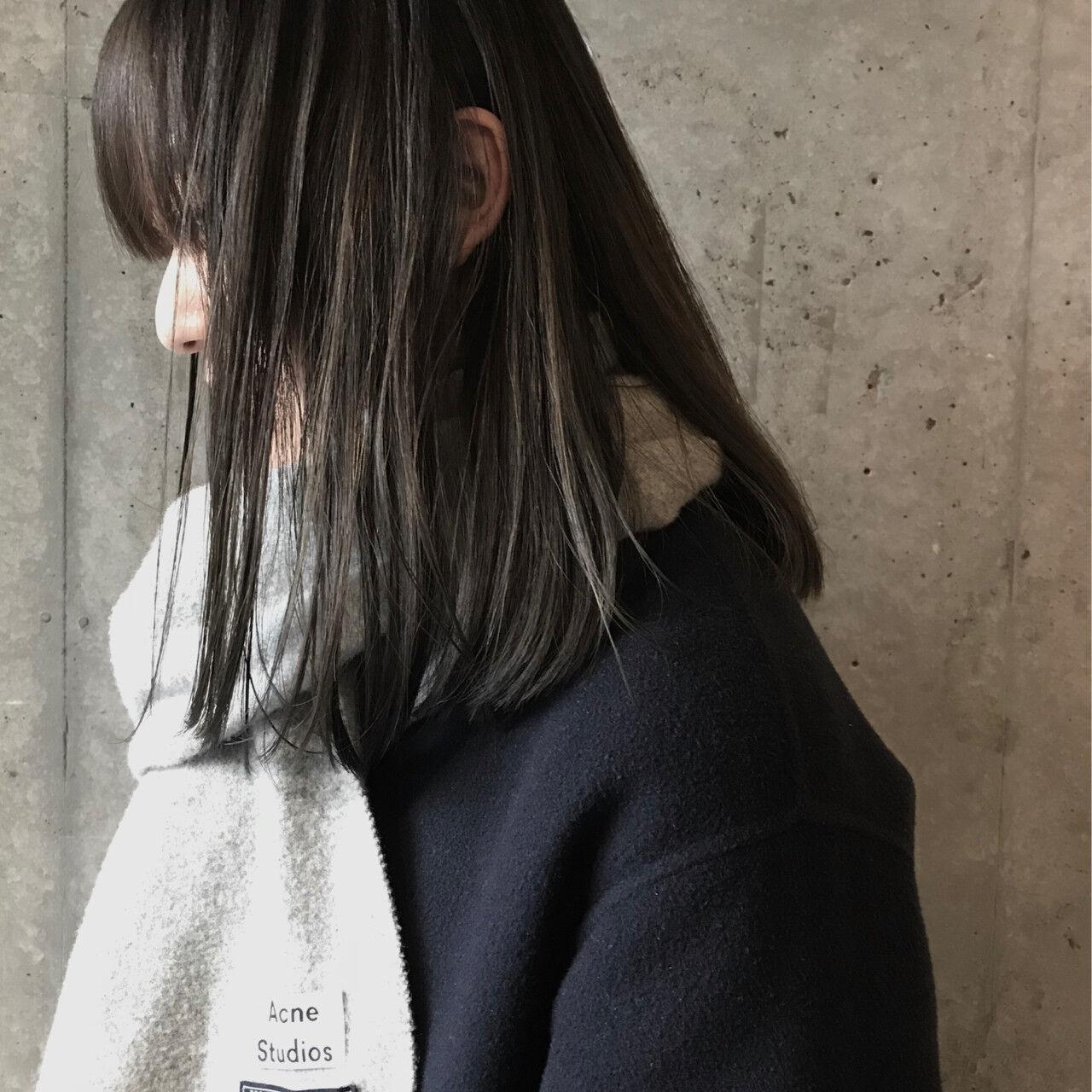 ナチュラル ハイライト 大人ハイライト グレージュヘアスタイルや髪型の写真・画像