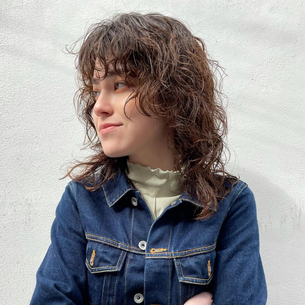 マッシュウルフ ミディアム 前髪あり レイヤースタイルヘアスタイルや髪型の写真・画像