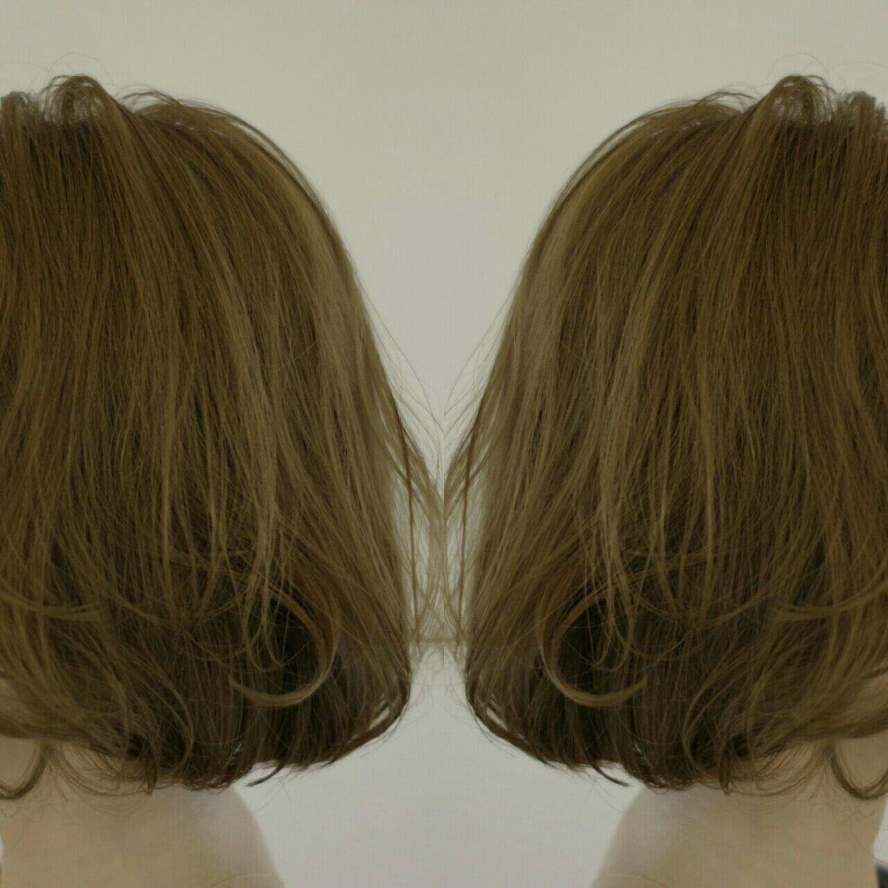 アッシュ ハイライト 切りっぱなし 束感ヘアスタイルや髪型の写真・画像
