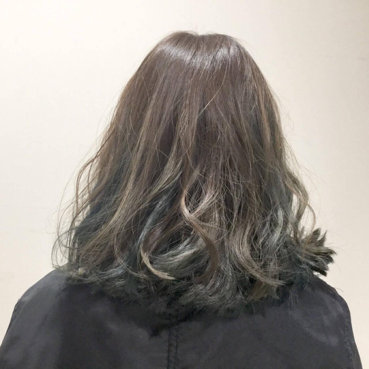 ストリート ハイライト セミロング アッシュヘアスタイルや髪型の写真・画像