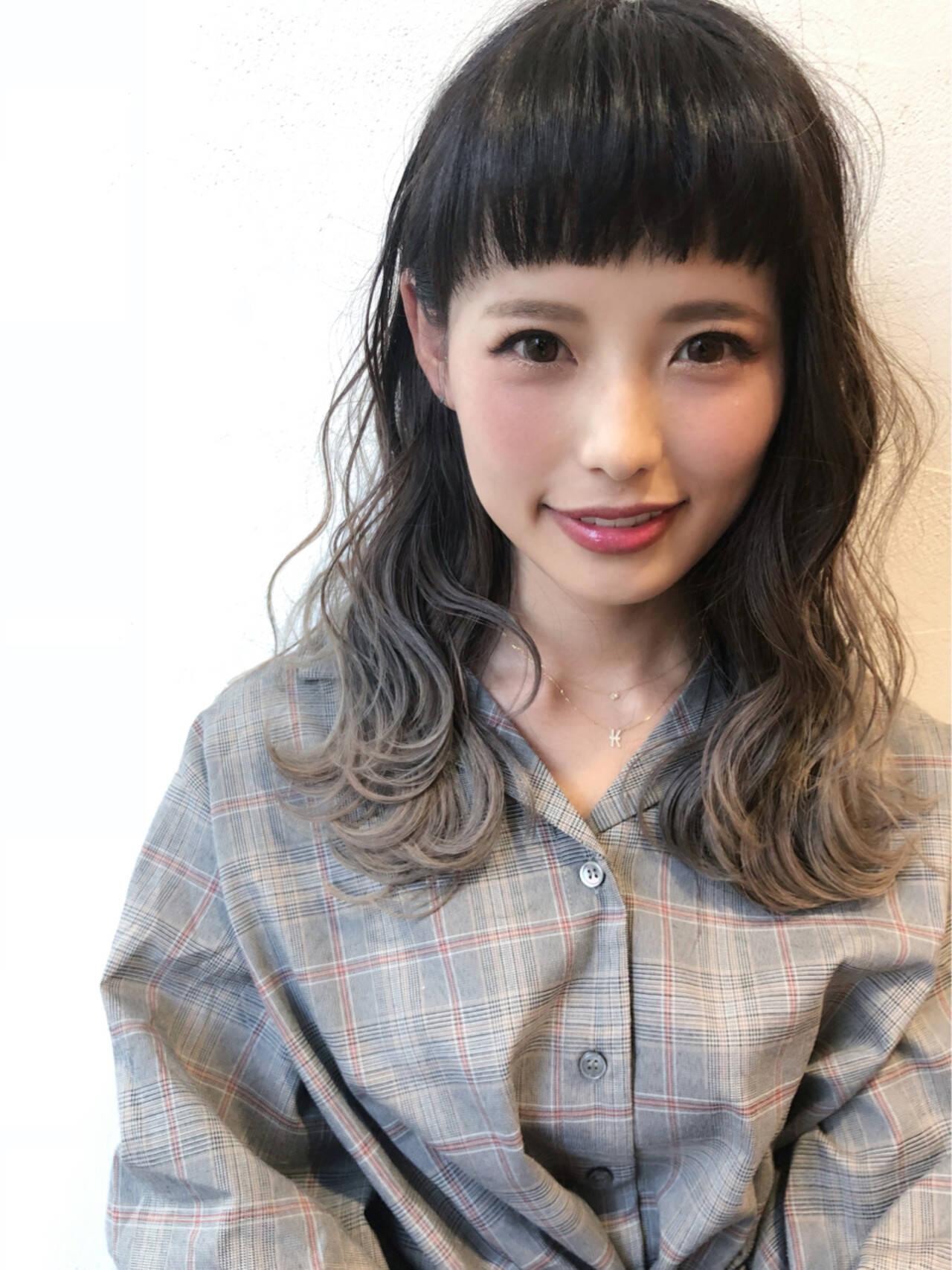 外国人風 ナチュラル オン眉 グラデーションカラーヘアスタイルや髪型の写真・画像