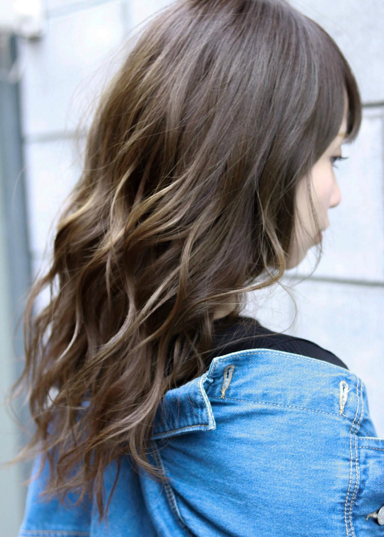 アッシュグレージュ ナチュラル ラベンダーアッシュ グレーアッシュヘアスタイルや髪型の写真・画像