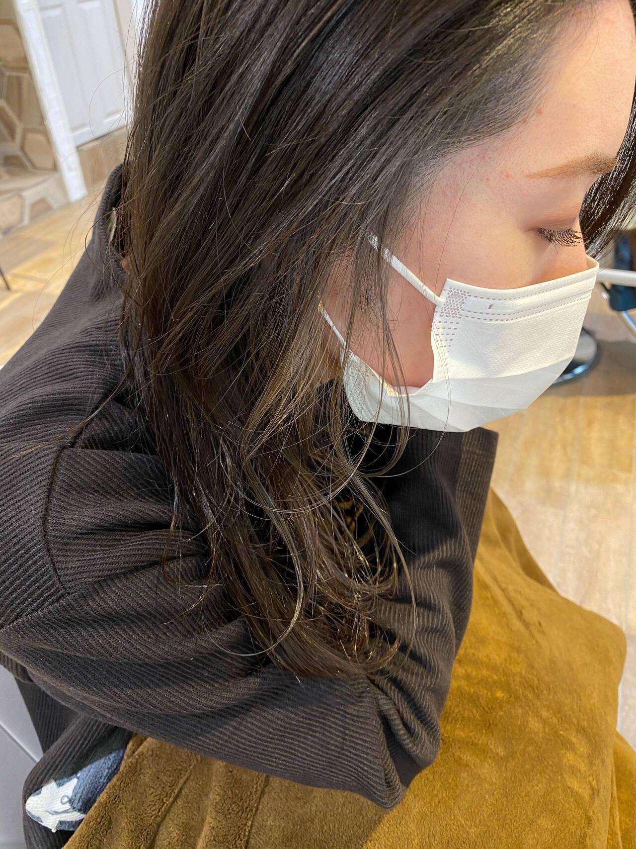 ナチュラル インナーカラー セミロング 透明感カラーヘアスタイルや髪型の写真・画像