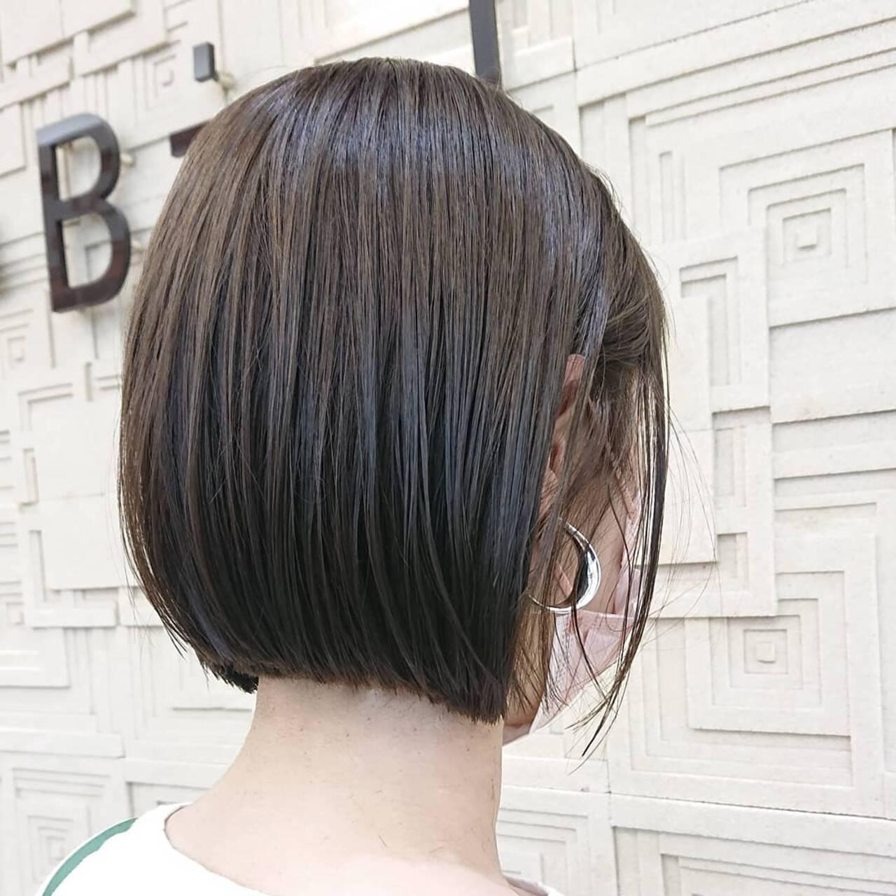 ショートボブ ミニボブ インナーカラー 切りっぱなしボブヘアスタイルや髪型の写真・画像