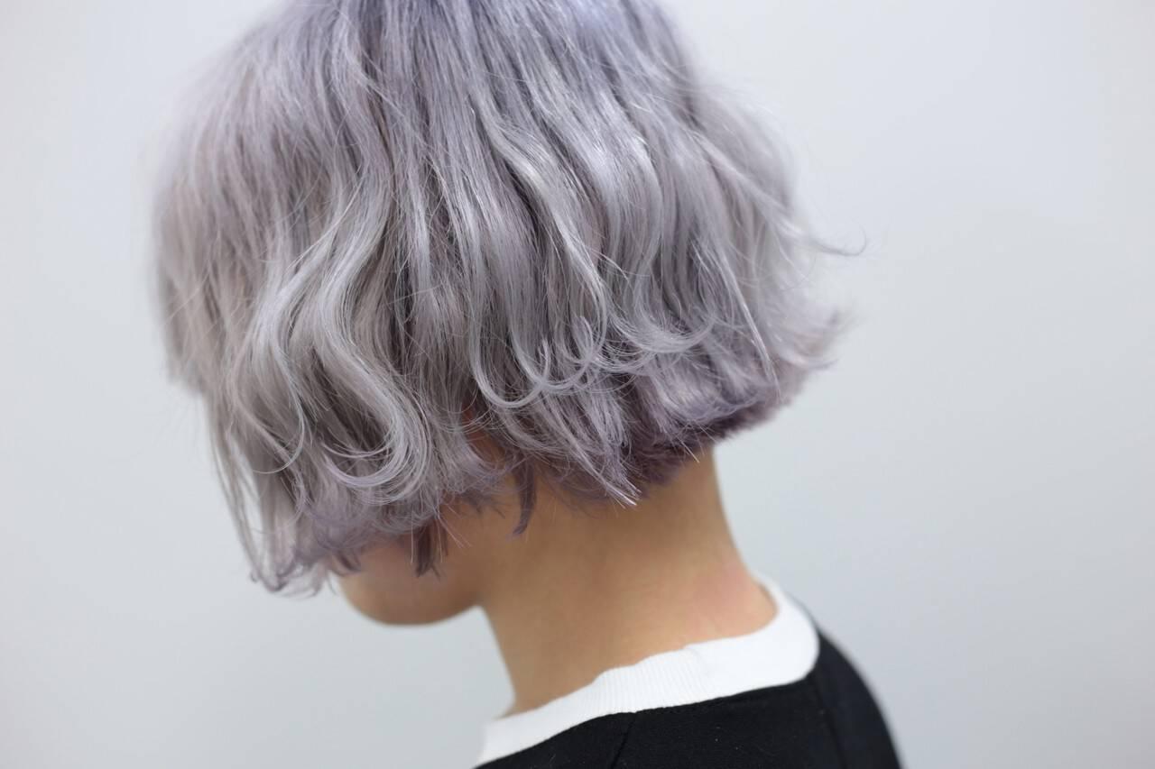 ホワイトブリーチ ダブルカラー ショートヘア ハイトーンヘアスタイルや髪型の写真・画像