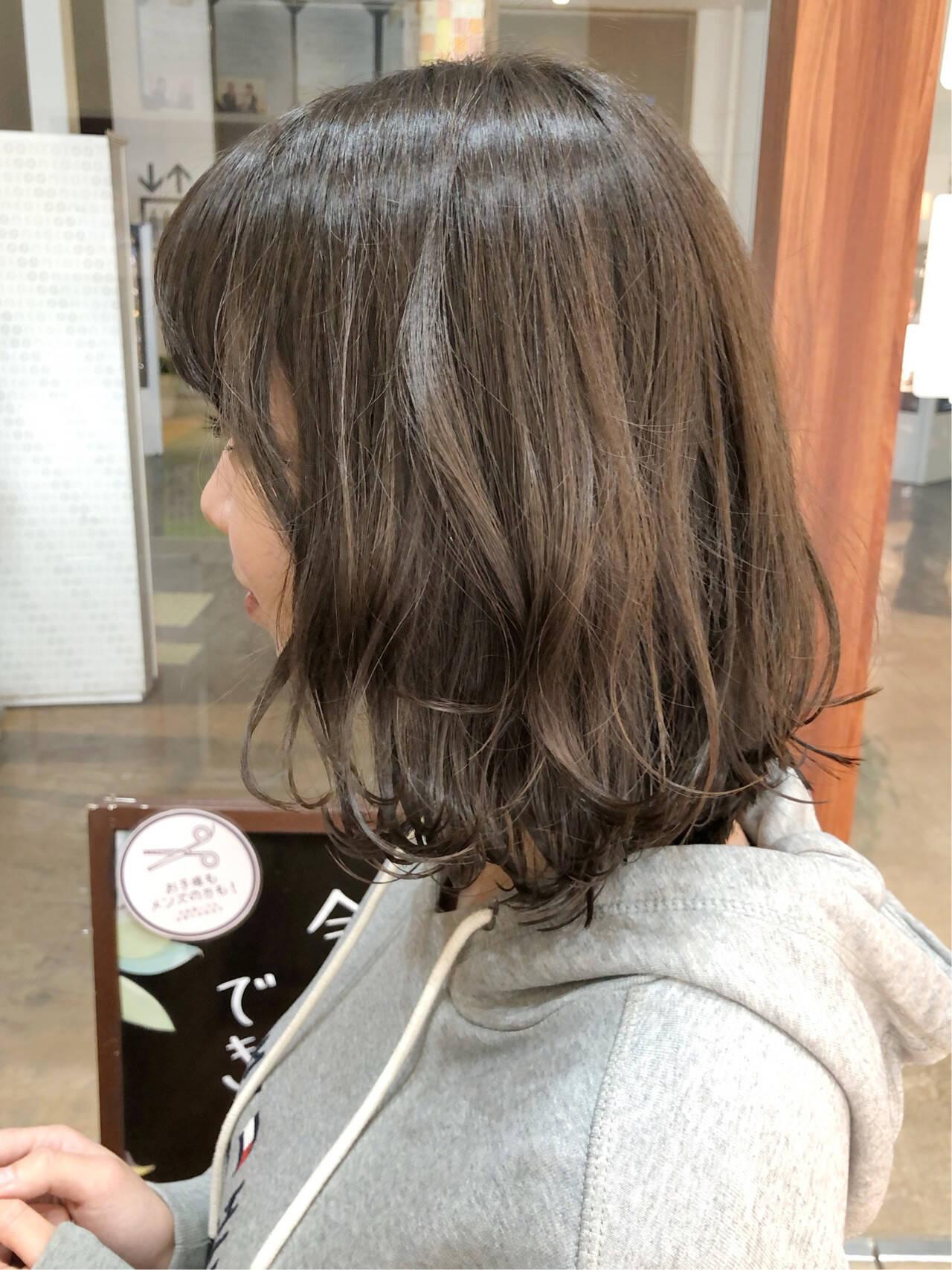外ハネ ミディアム 外ハネボブ アッシュヘアスタイルや髪型の写真・画像