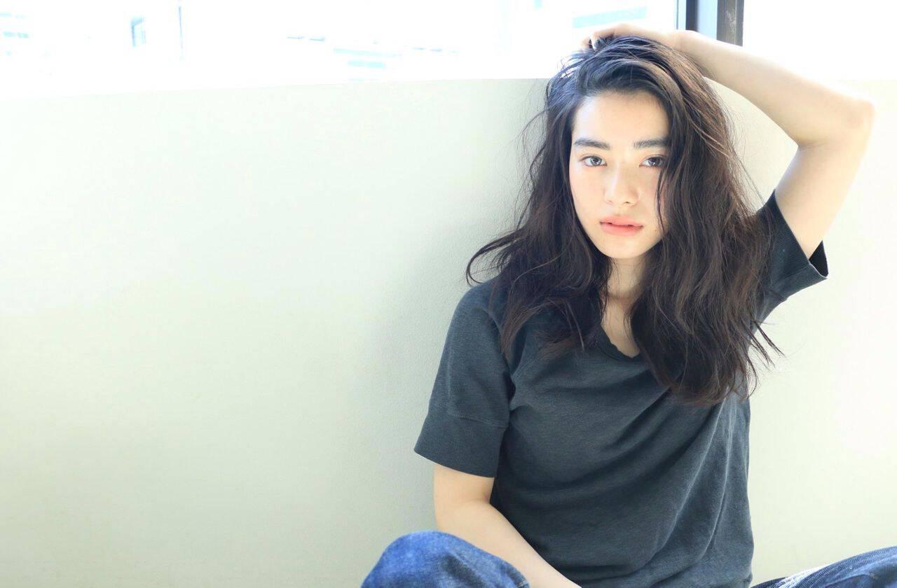 ウェーブ 外国人風 パーマ セミロングヘアスタイルや髪型の写真・画像