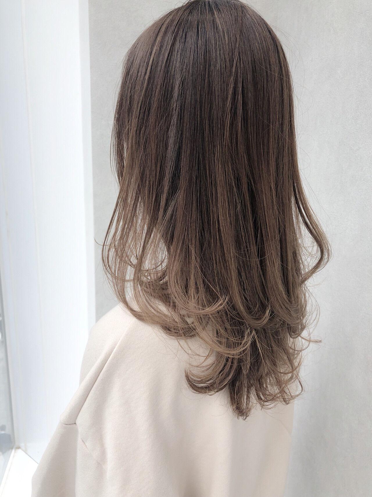デート パーマ ロング オフィスヘアスタイルや髪型の写真・画像