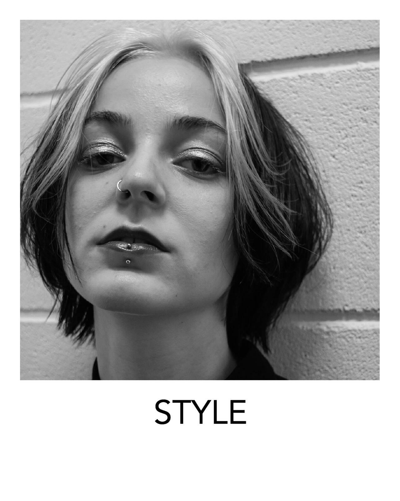 ブリーチオンカラー ボブ ホワイトカラー デザインカラーヘアスタイルや髪型の写真・画像