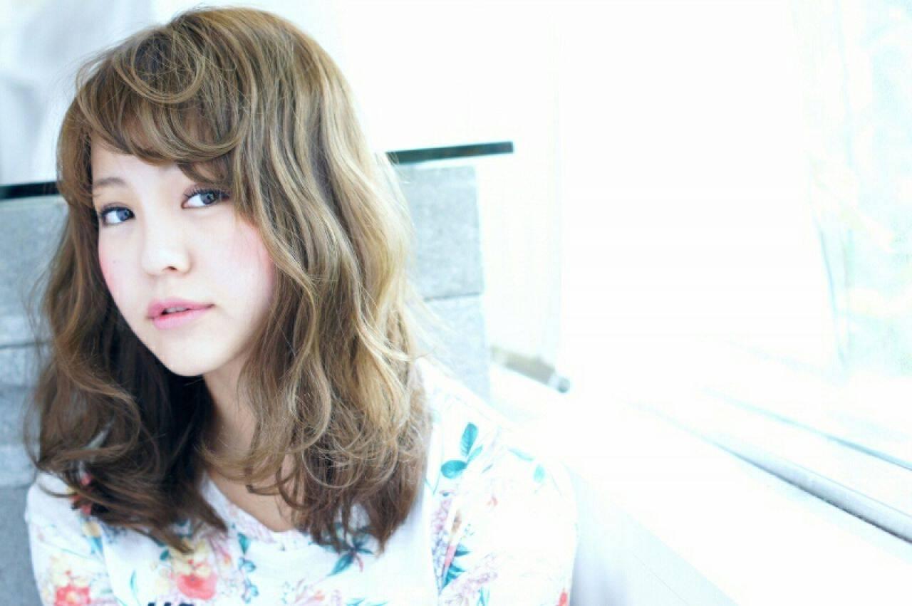 ミディアム 外国人風 大人かわいい 波ウェーブヘアスタイルや髪型の写真・画像