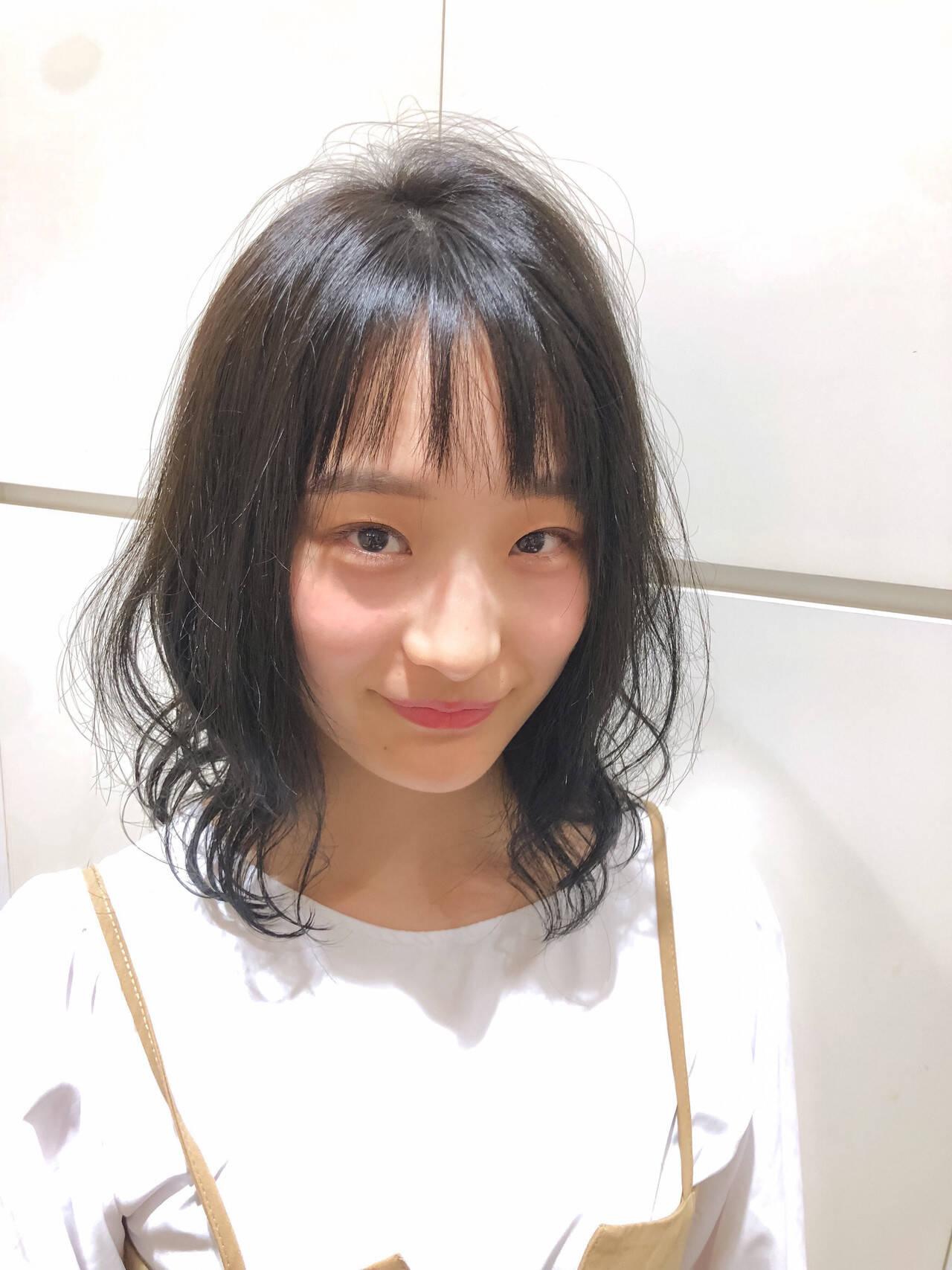 イメチェン ミディアムレイヤー フェミニン レイヤースタイルヘアスタイルや髪型の写真・画像