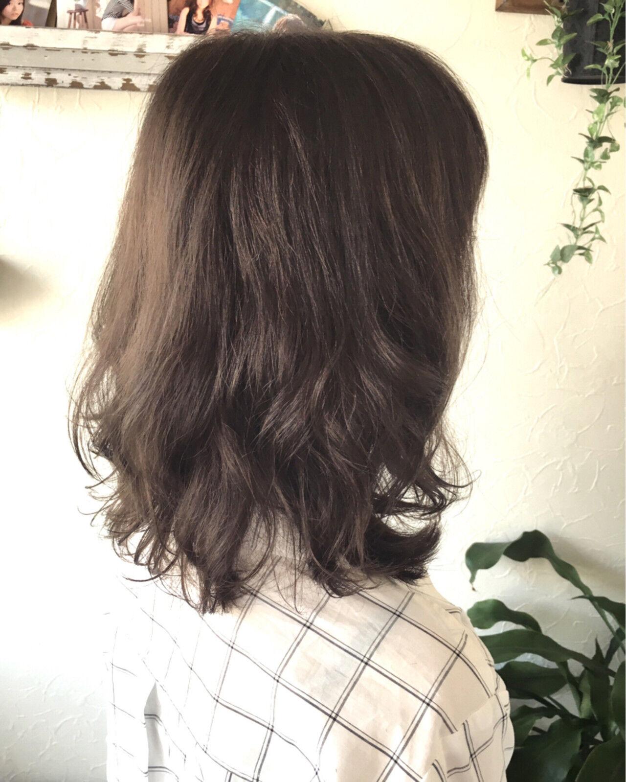 大人かわいい フェミニン アッシュ ゆるふわヘアスタイルや髪型の写真・画像