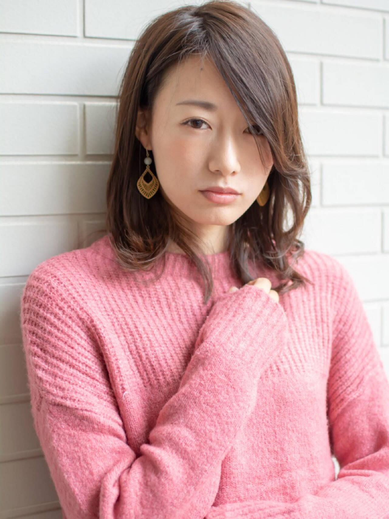 デート フェミニン 外国人風 ミディアムヘアスタイルや髪型の写真・画像
