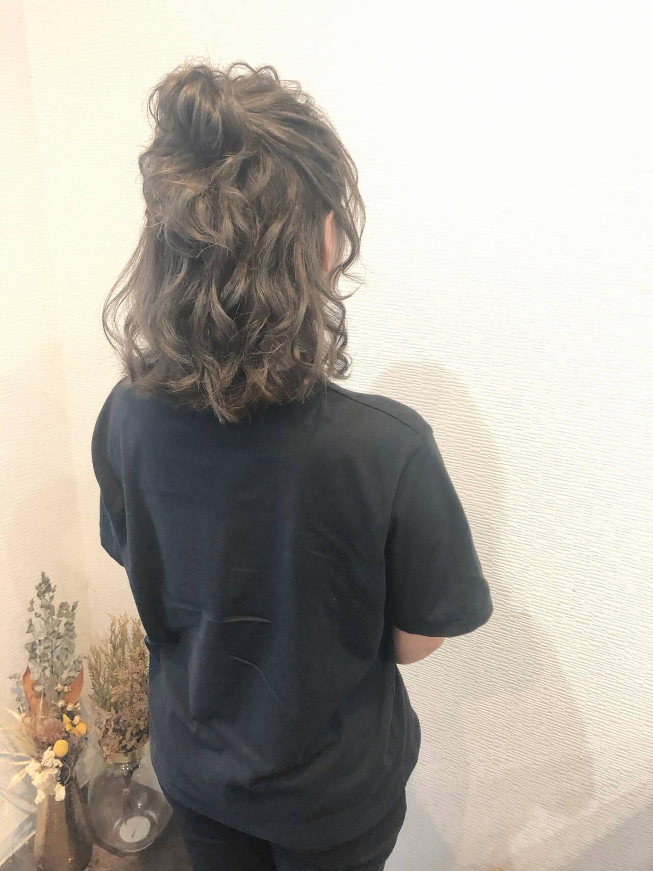 フェミニン お団子アレンジ ハーフアップ ヘアアレンジヘアスタイルや髪型の写真・画像