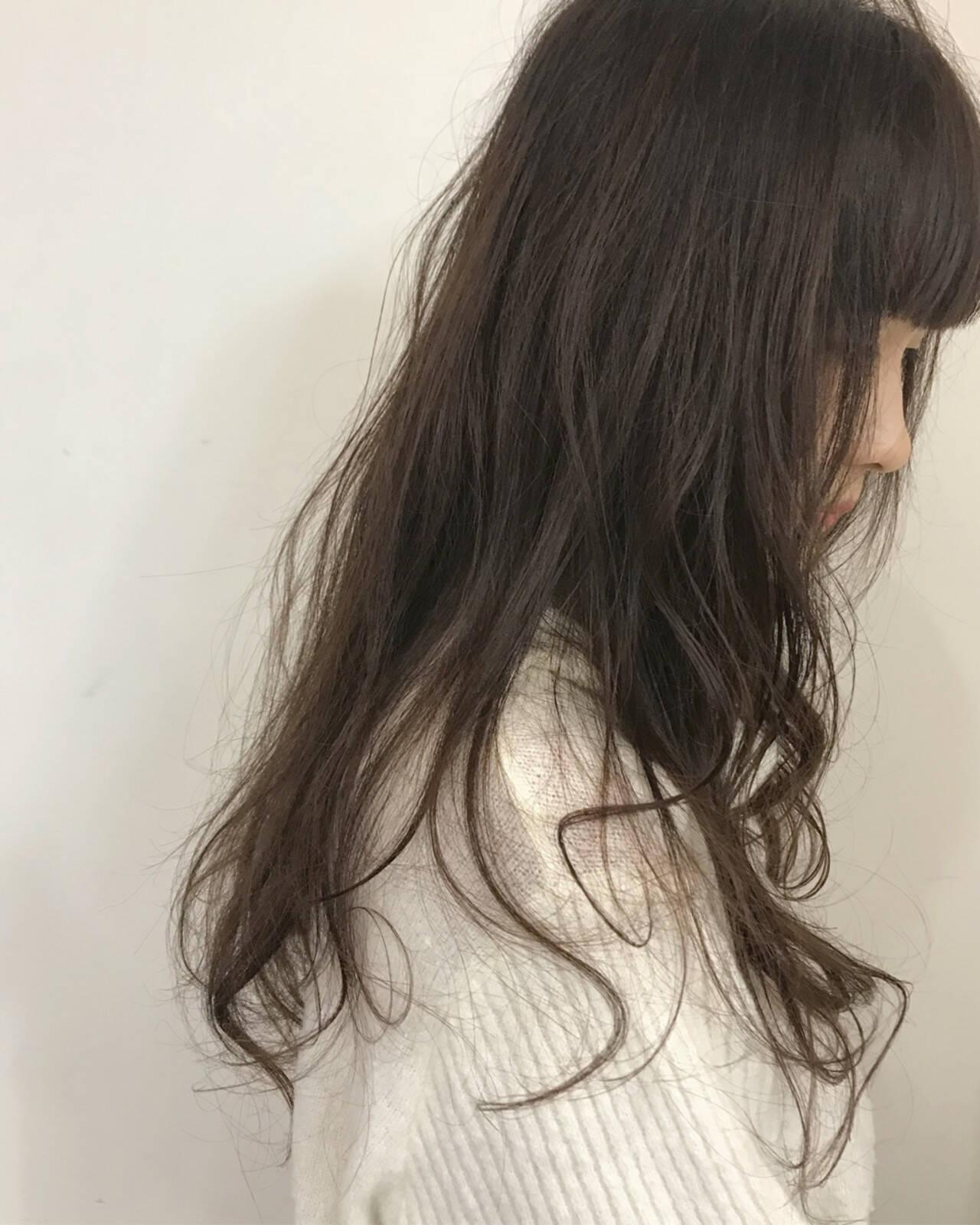 艶髪 外国人風カラー フェミニン アッシュブラウンヘアスタイルや髪型の写真・画像
