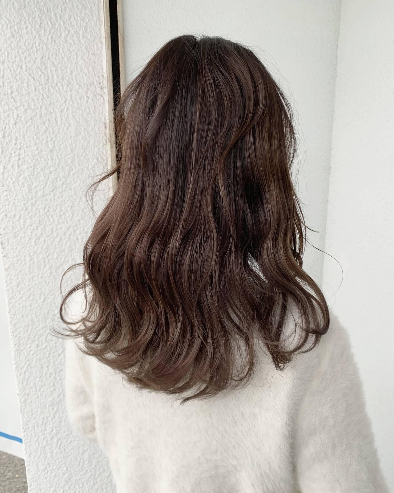 セミロング ナチュラル ナチュラル可愛い ゆるナチュラルヘアスタイルや髪型の写真・画像