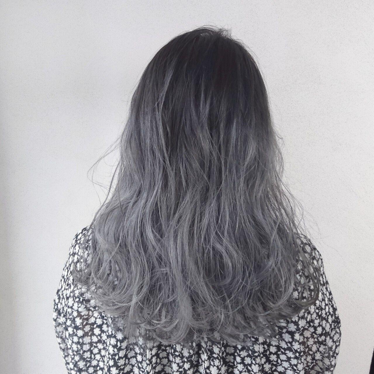 グレージュ ロング 外国人風 アッシュヘアスタイルや髪型の写真・画像