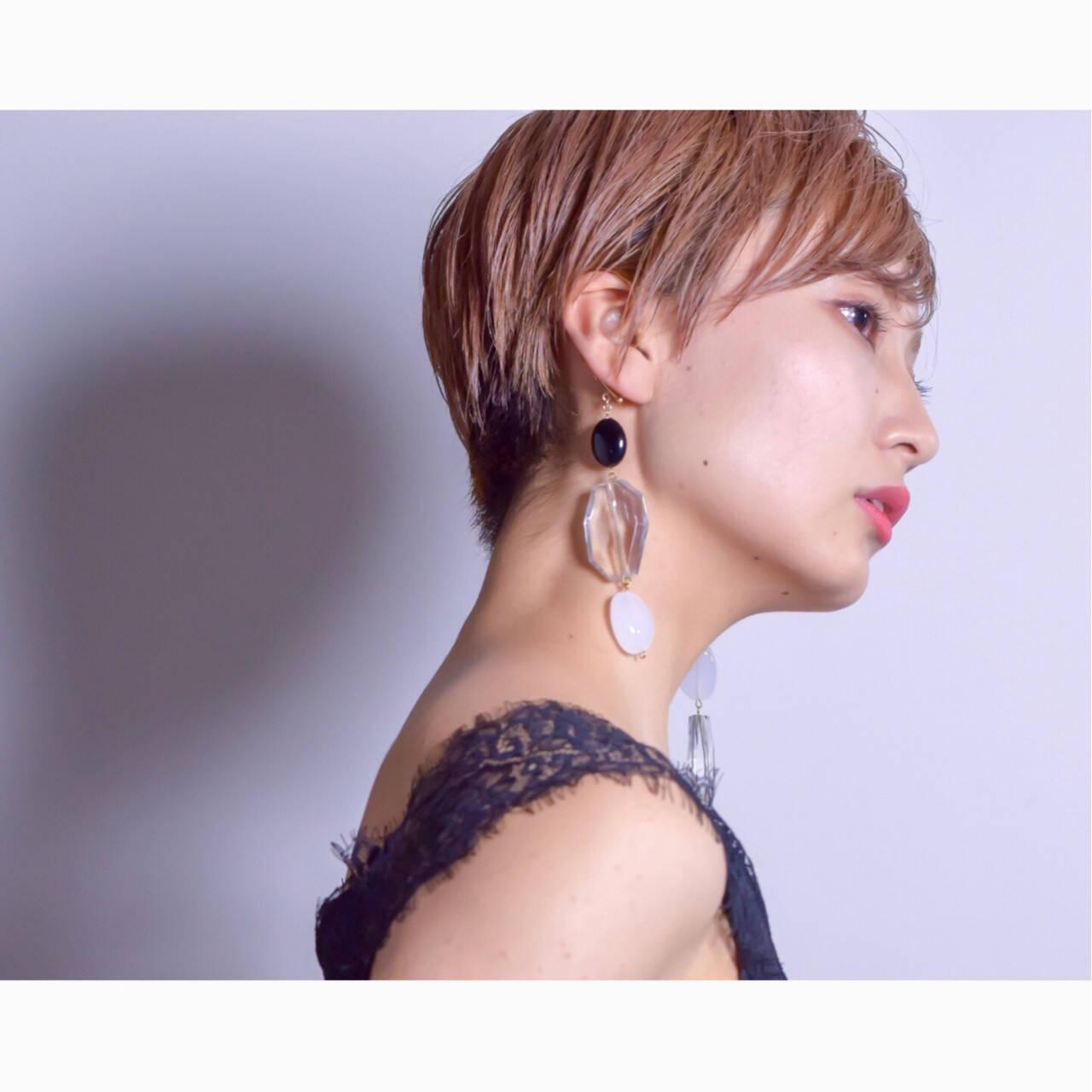 ベリーショート ダブルカラー アウトドア モードヘアスタイルや髪型の写真・画像