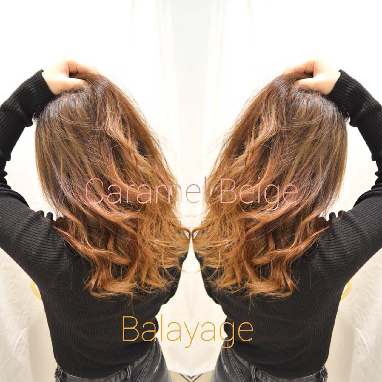 バレイヤージュ グラデーションカラー ベージュ ナチュラルベージュヘアスタイルや髪型の写真・画像