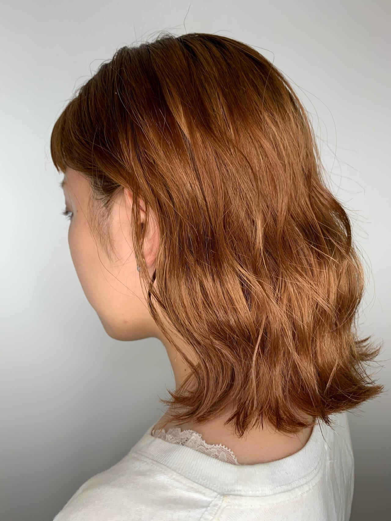 アプリコットオレンジ オレンジブラウン オレンジカラー ミディアムヘアスタイルや髪型の写真・画像