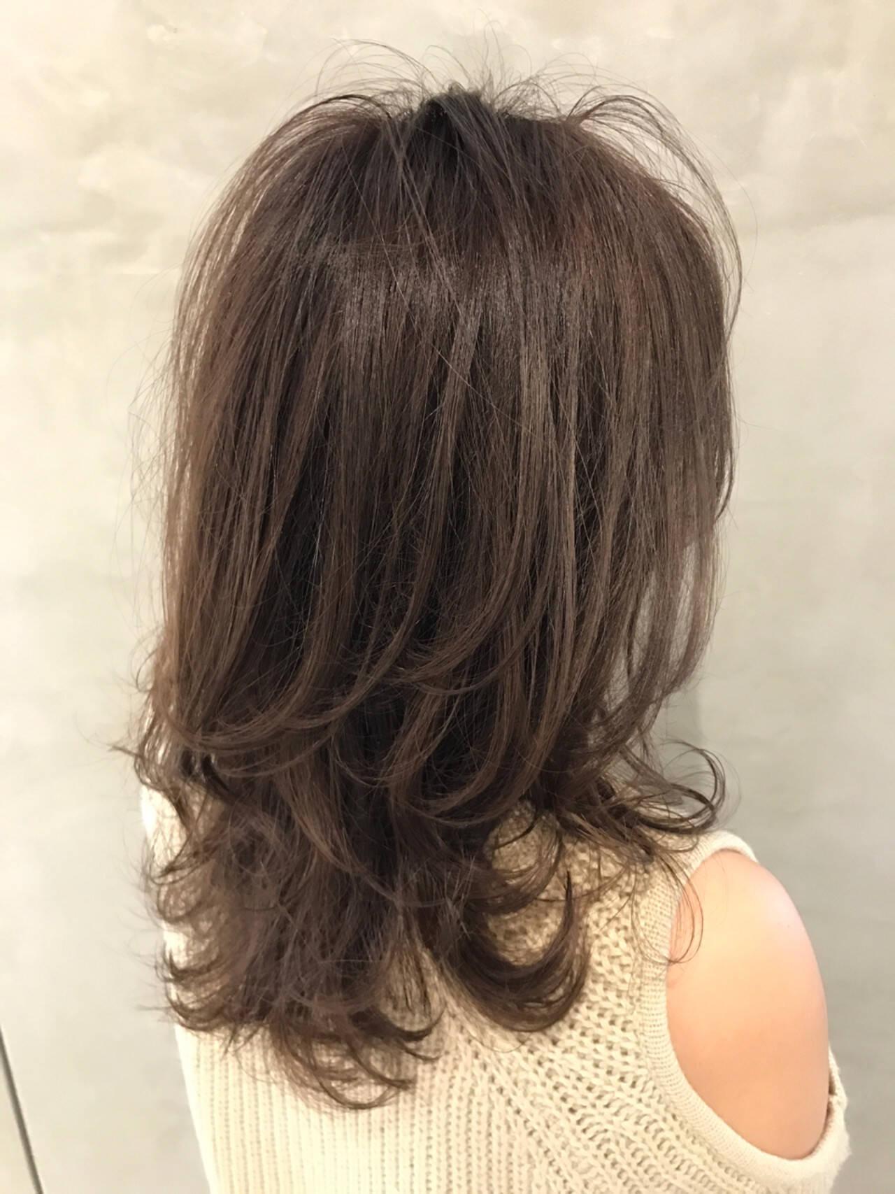 セミロング ナチュラル レイヤーカット ベージュヘアスタイルや髪型の写真・画像