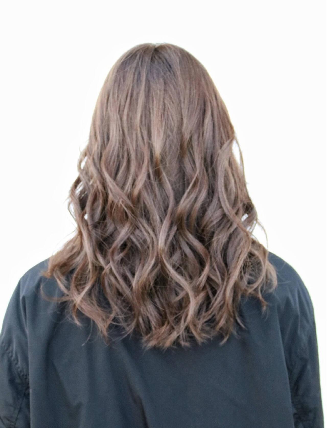 ミルクティー 透明感 ナチュラル ハイトーンヘアスタイルや髪型の写真・画像