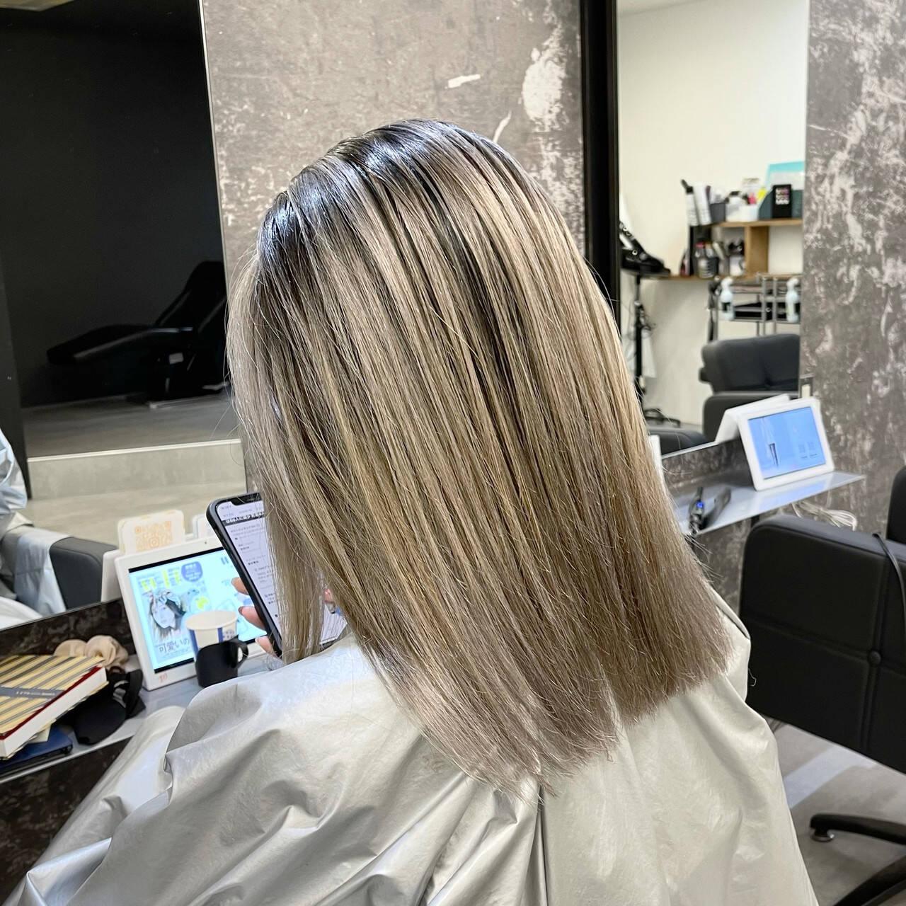 シルバーグレー 外国人風カラー ミディアム バレイヤージュヘアスタイルや髪型の写真・画像