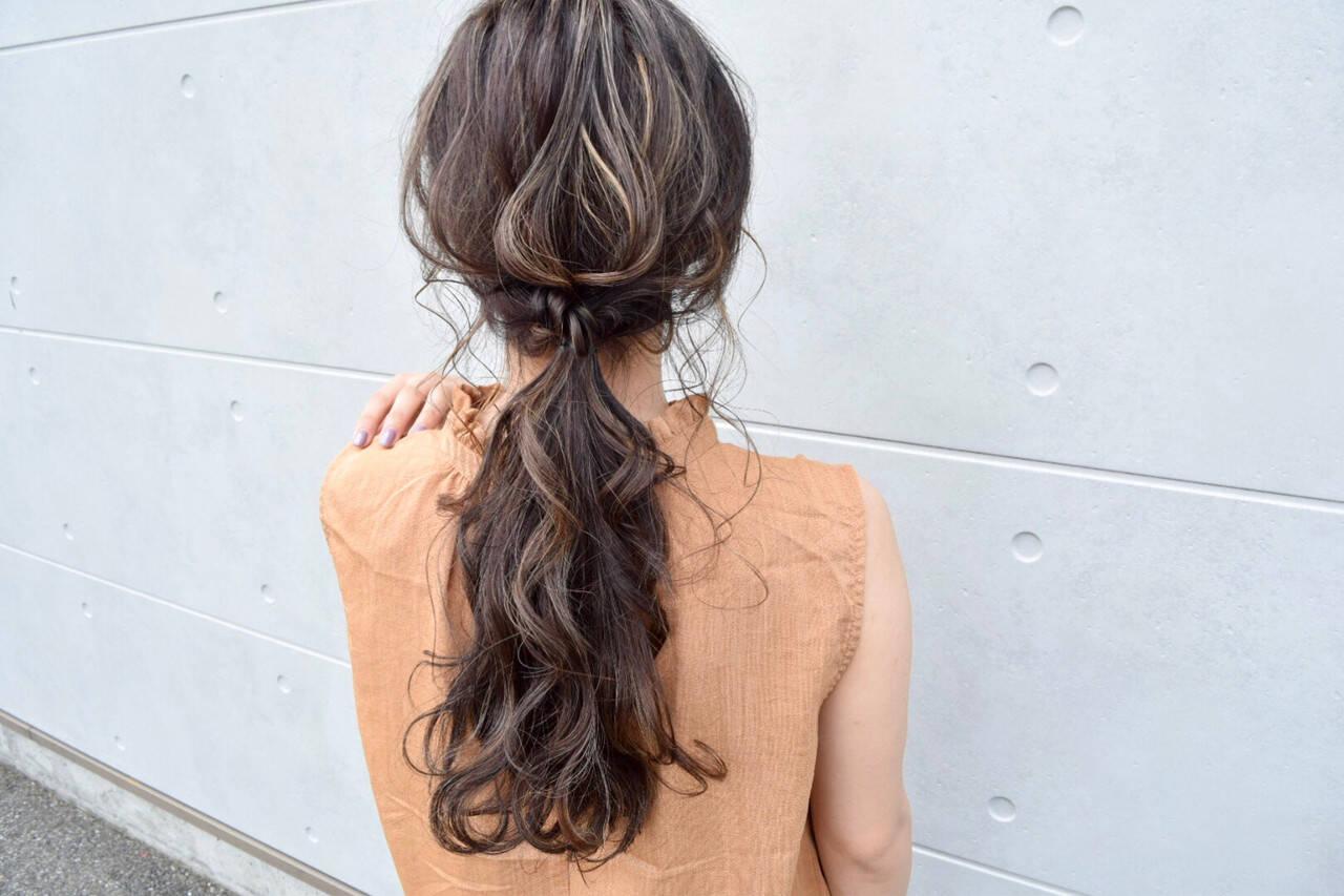 セミロング ヘアアレンジ グレージュ アディクシーカラーヘアスタイルや髪型の写真・画像