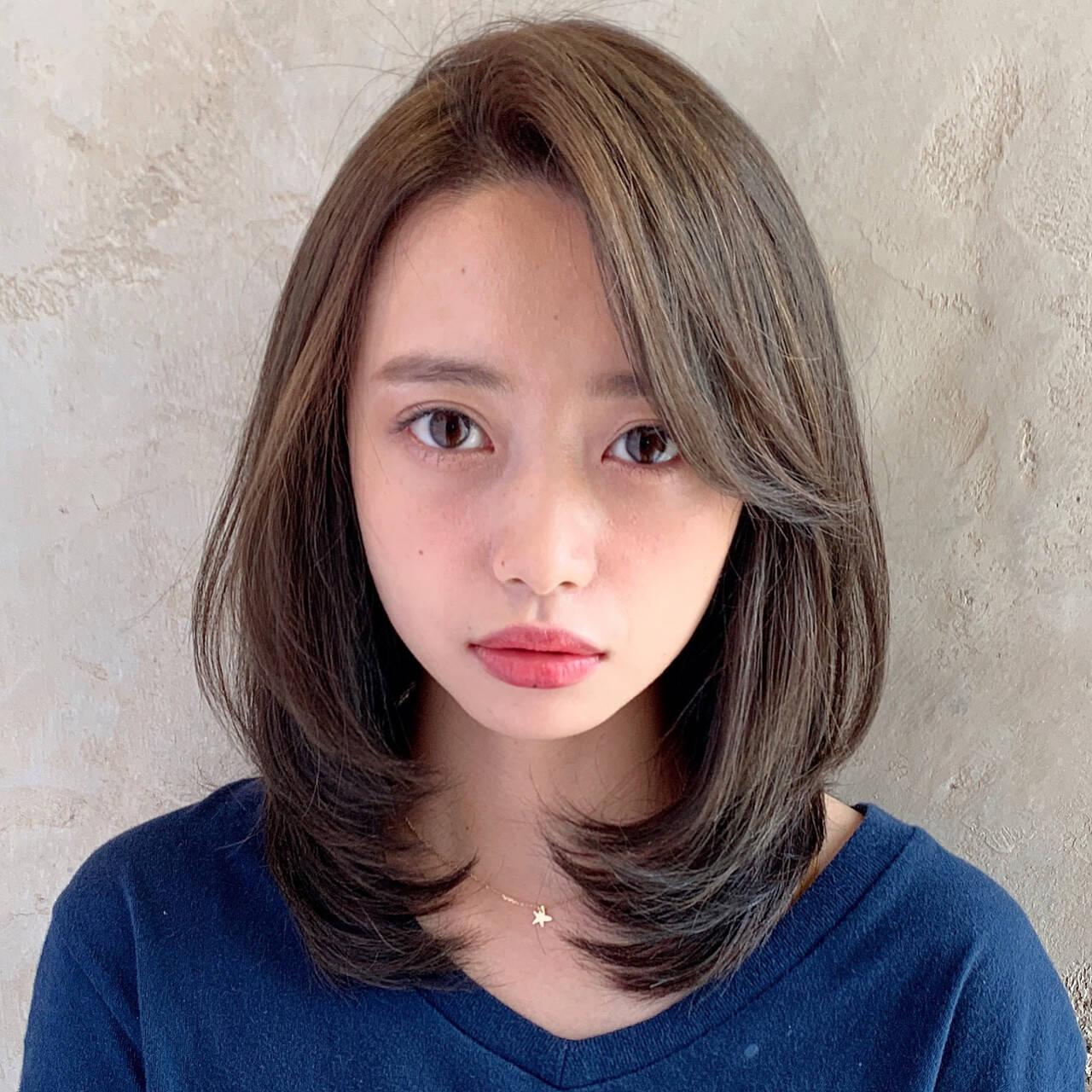 小顔ヘア かきあげバング ナチュラル 大人女子ヘアスタイルや髪型の写真・画像