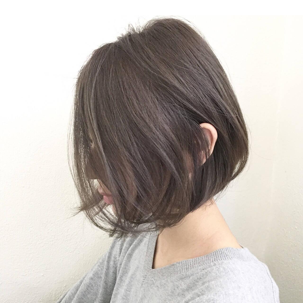 大人女子 小顔 アッシュ ミルクティーヘアスタイルや髪型の写真・画像