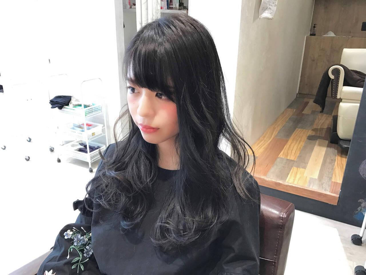 暗髪 セミロング ブラックグレー 暗髪女子ヘアスタイルや髪型の写真・画像