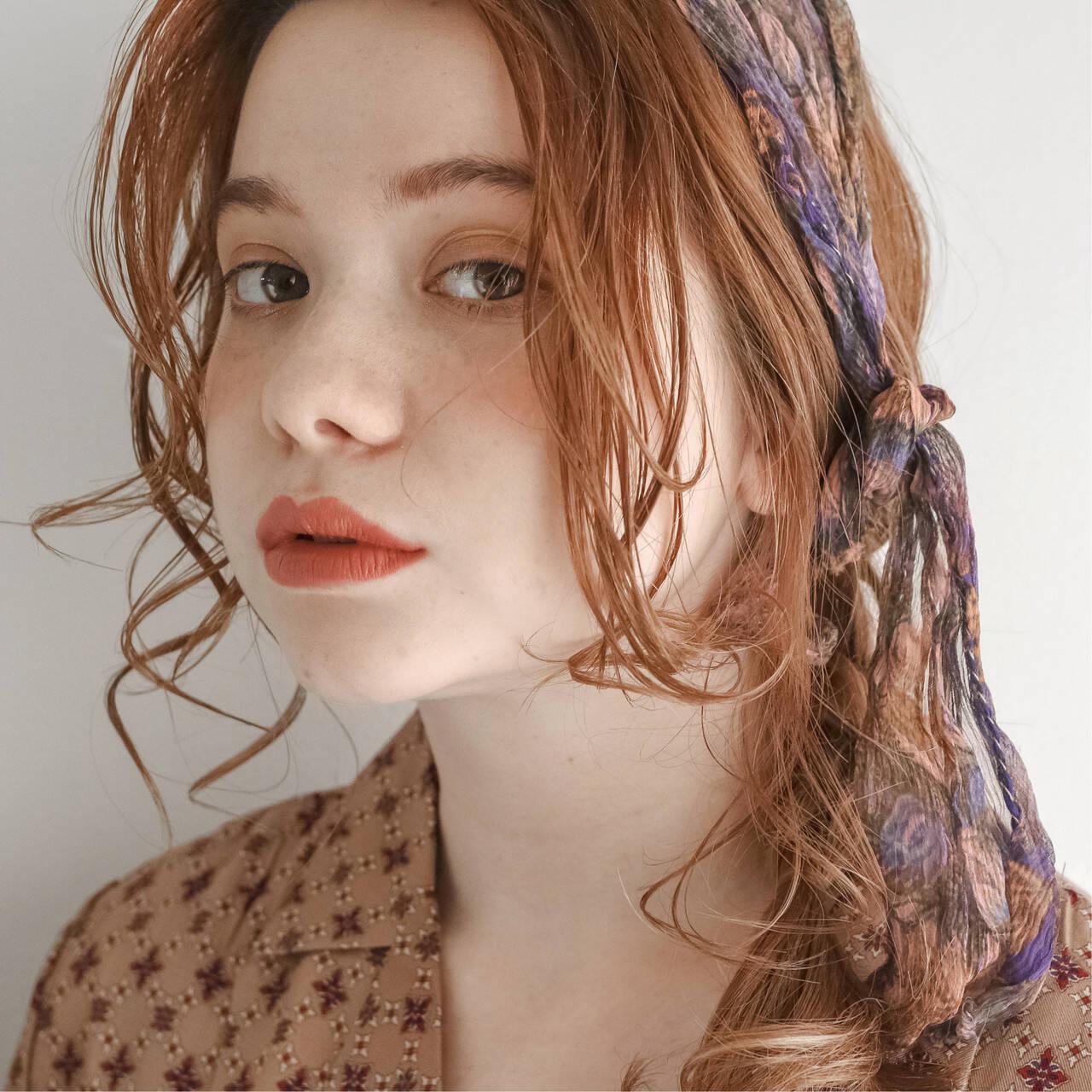 ニュアンスパーマ 後れ毛 簡単ヘアアレンジ ナチュラルヘアスタイルや髪型の写真・画像