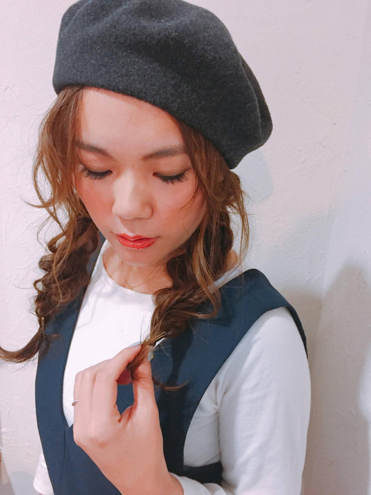 ベレー帽 編み込み ロング ナチュラルヘアスタイルや髪型の写真・画像