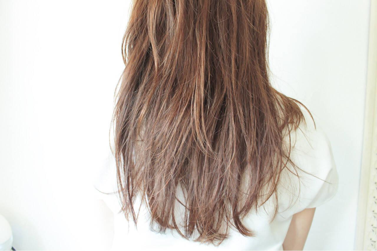 フェミニン リラックス ベージュ アンニュイヘアスタイルや髪型の写真・画像