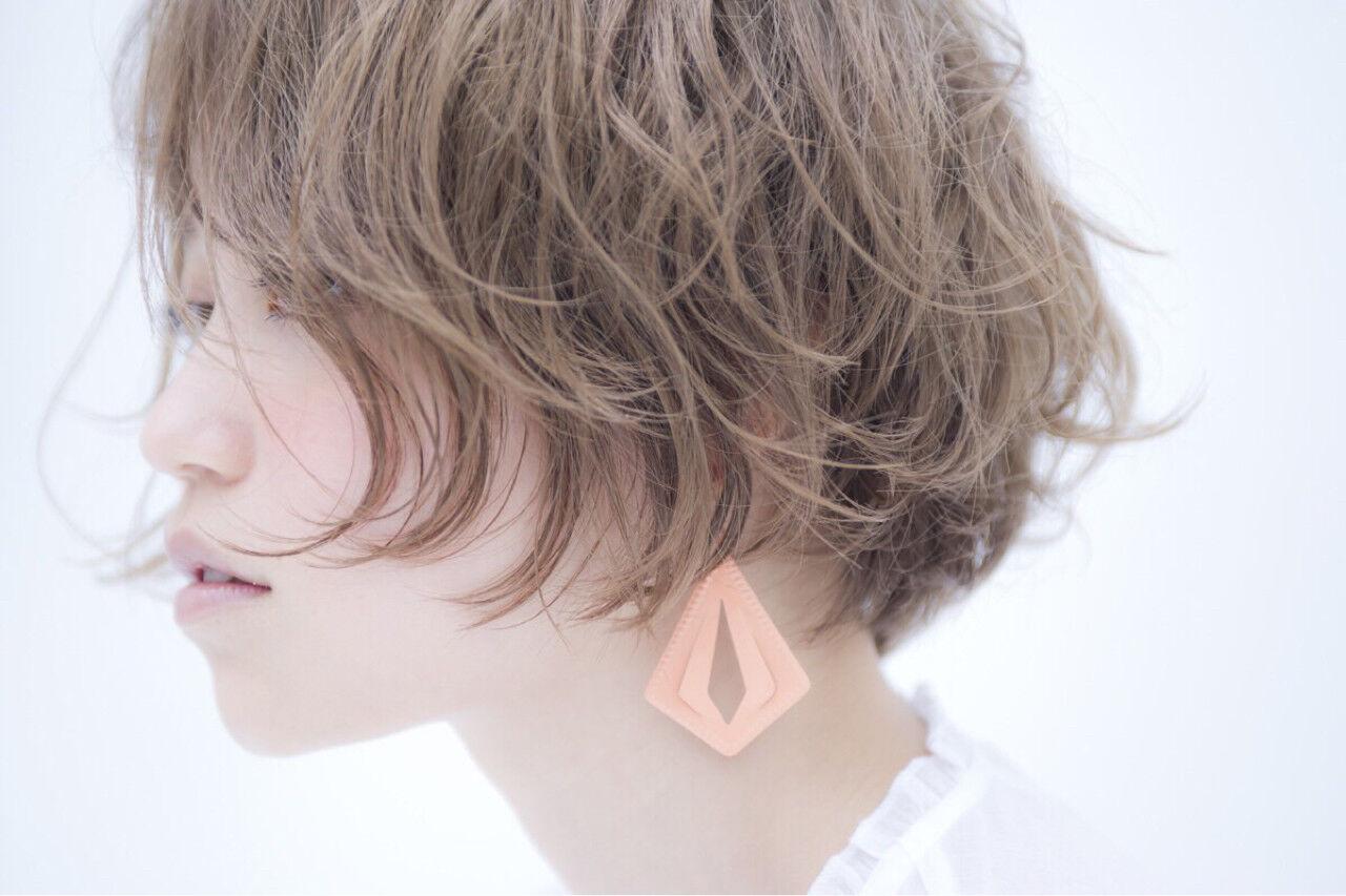 ショートボブ 外国人風 ハイトーン パーマヘアスタイルや髪型の写真・画像