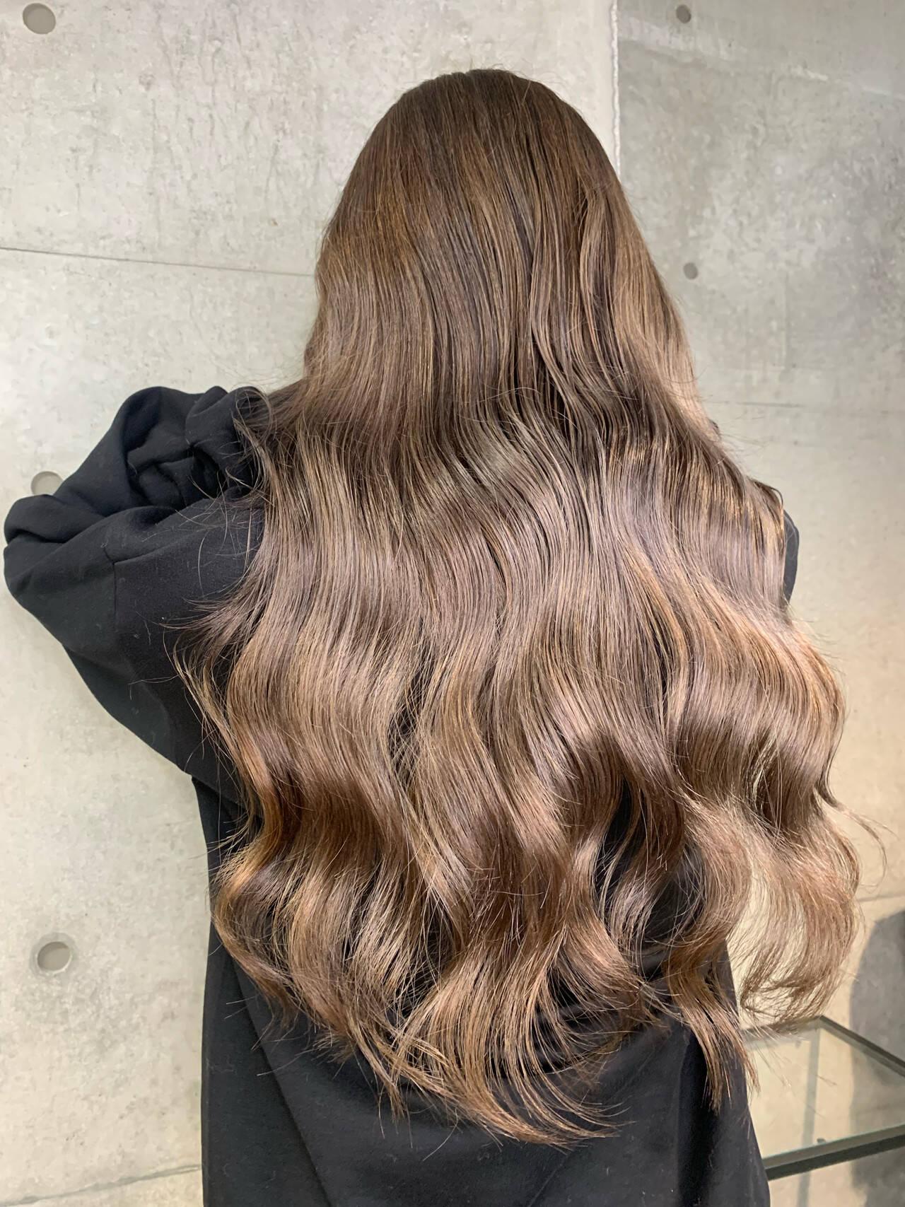ヌーディーベージュ ミルクティー ラベージュ エレガントヘアスタイルや髪型の写真・画像