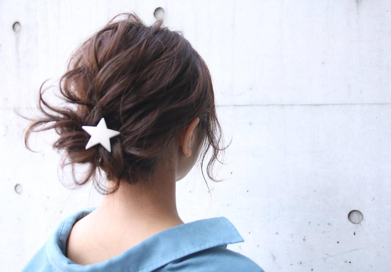 ナチュラル 簡単ヘアアレンジ バレンタイン お団子ヘアスタイルや髪型の写真・画像