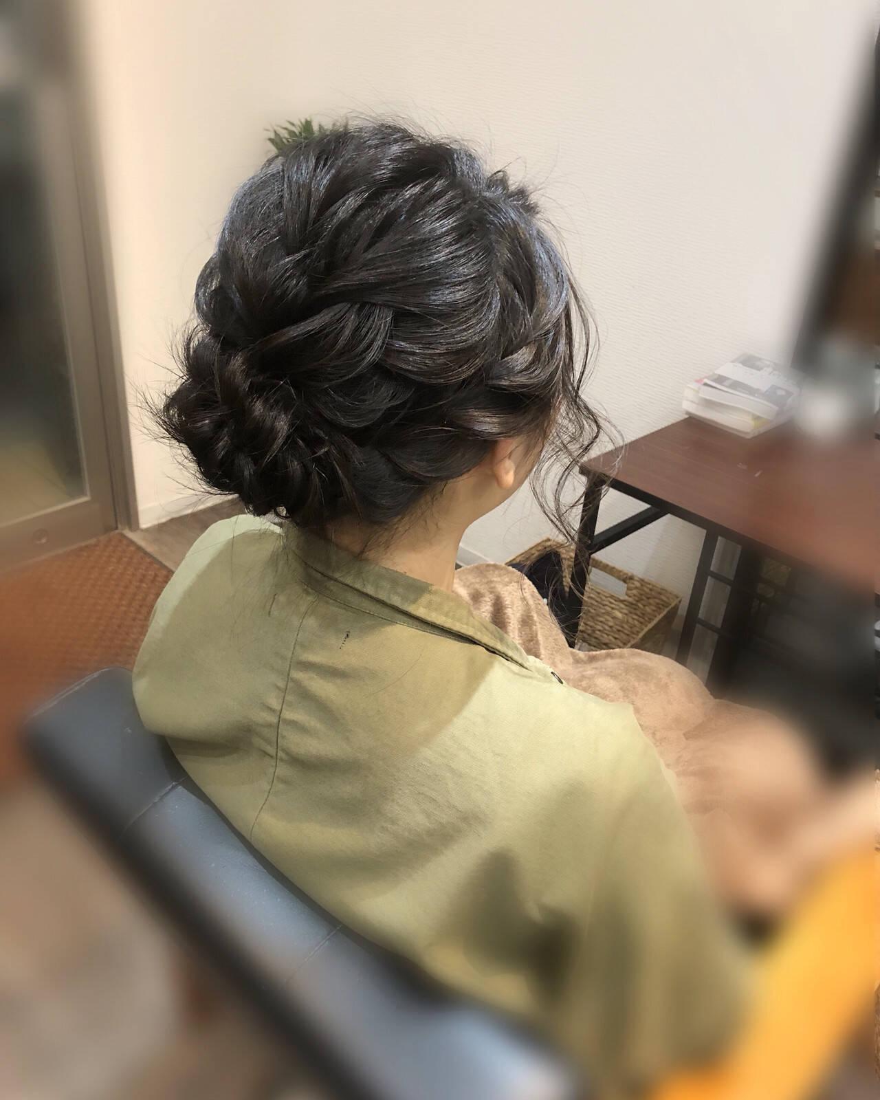ねじり アップ ミディアム フェミニンヘアスタイルや髪型の写真・画像