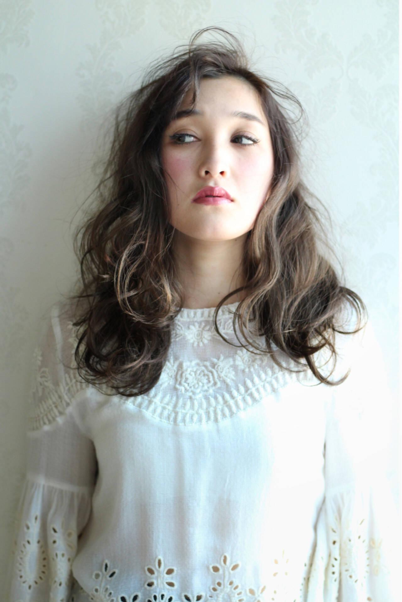 外国人風 ガーリー ハイライト セミロングヘアスタイルや髪型の写真・画像