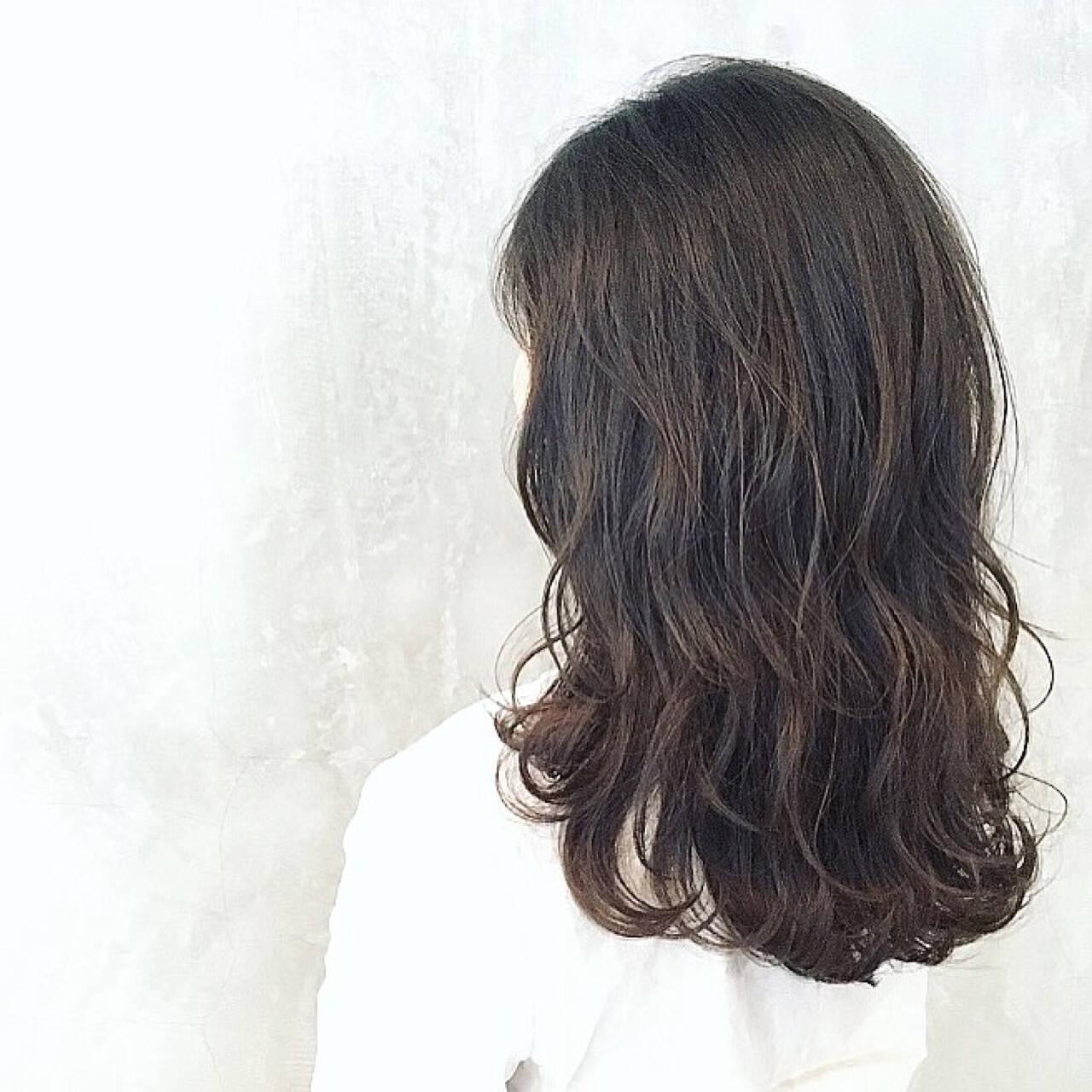 アッシュ 外国人風 パーマ ナチュラルヘアスタイルや髪型の写真・画像