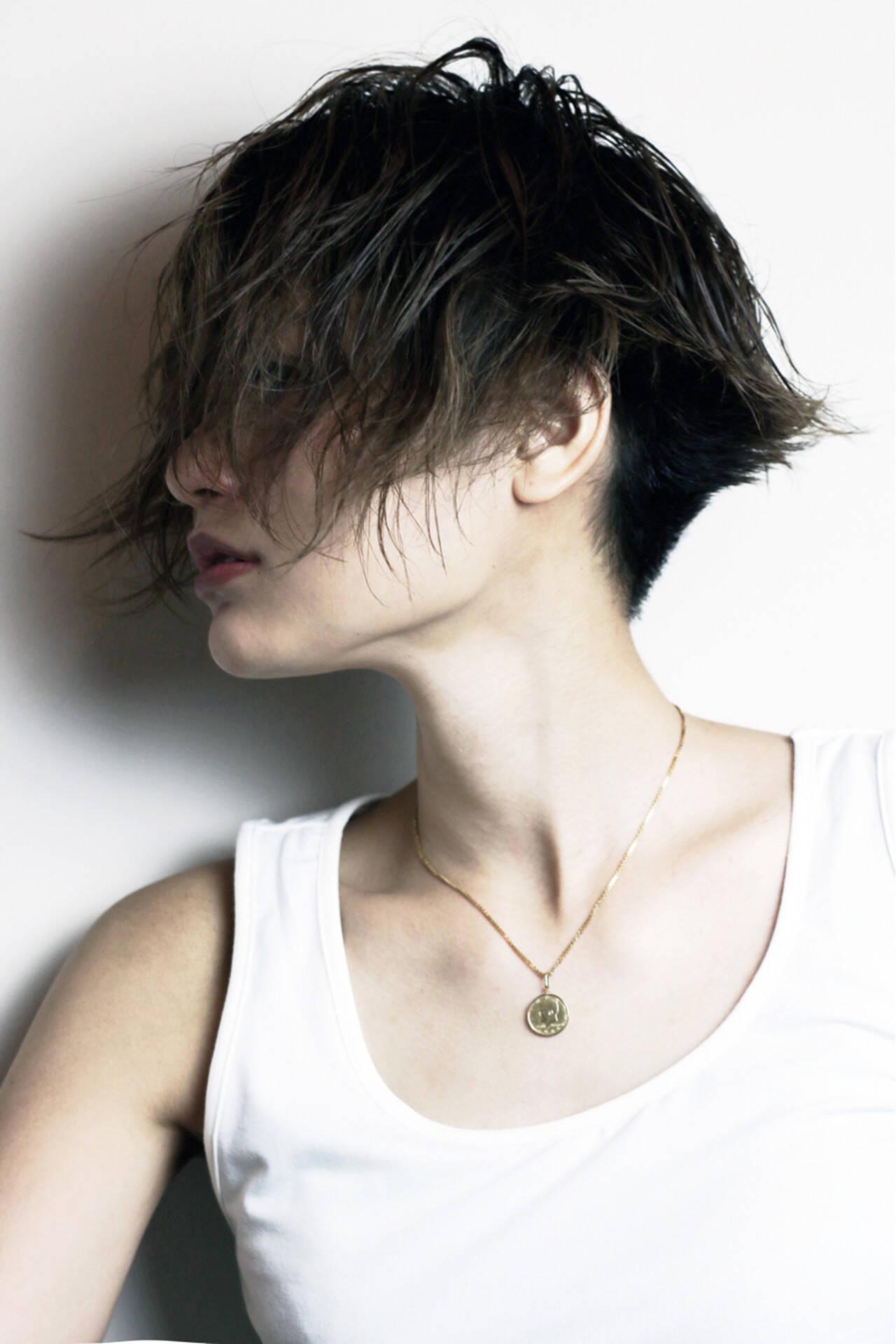 刈り上げ モード 坊主 ジェンダーレスヘアスタイルや髪型の写真・画像