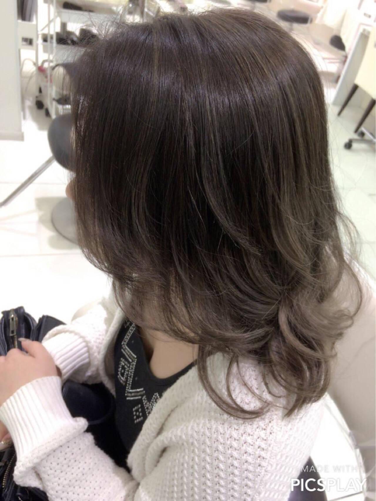 セミロング グラデーションカラー 外国人風 イルミナカラーヘアスタイルや髪型の写真・画像