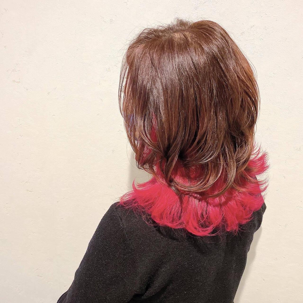 ピンクバイオレット インナーカラー ミディアム モードヘアスタイルや髪型の写真・画像