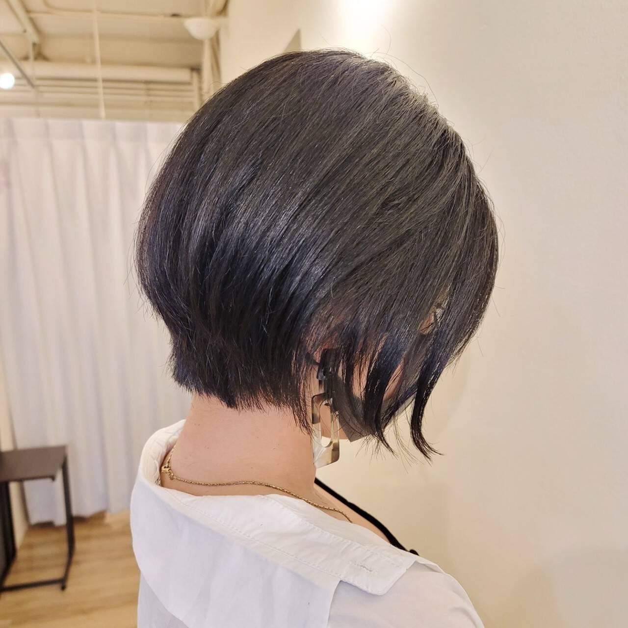 前下がりヘア ショートヘア ショート 前下がりボブヘアスタイルや髪型の写真・画像