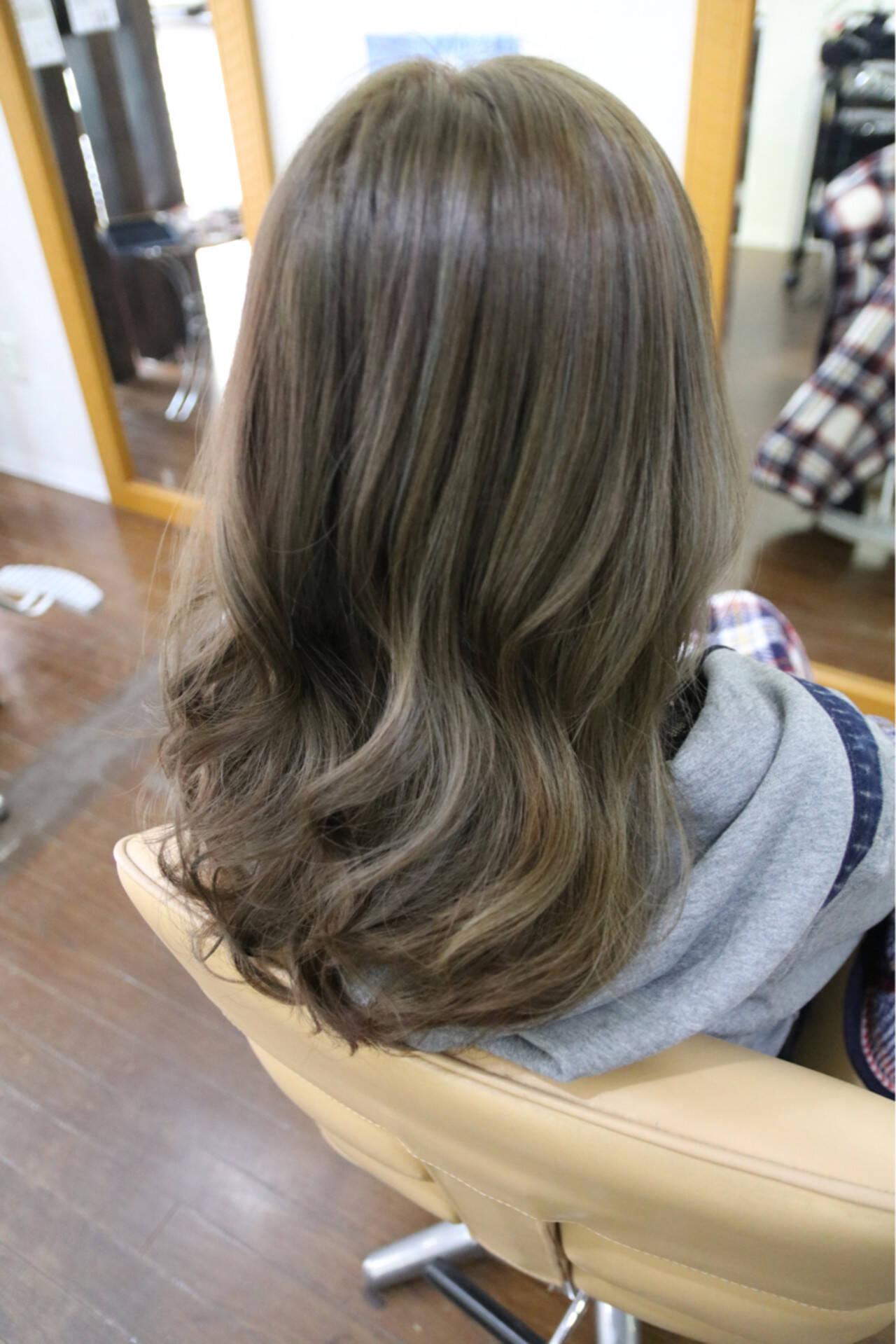 外国人風カラー アッシュ セミロング イルミナカラーヘアスタイルや髪型の写真・画像