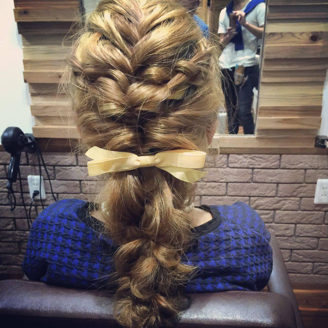 ショート ゆるふわ 三つ編み ナチュラルヘアスタイルや髪型の写真・画像